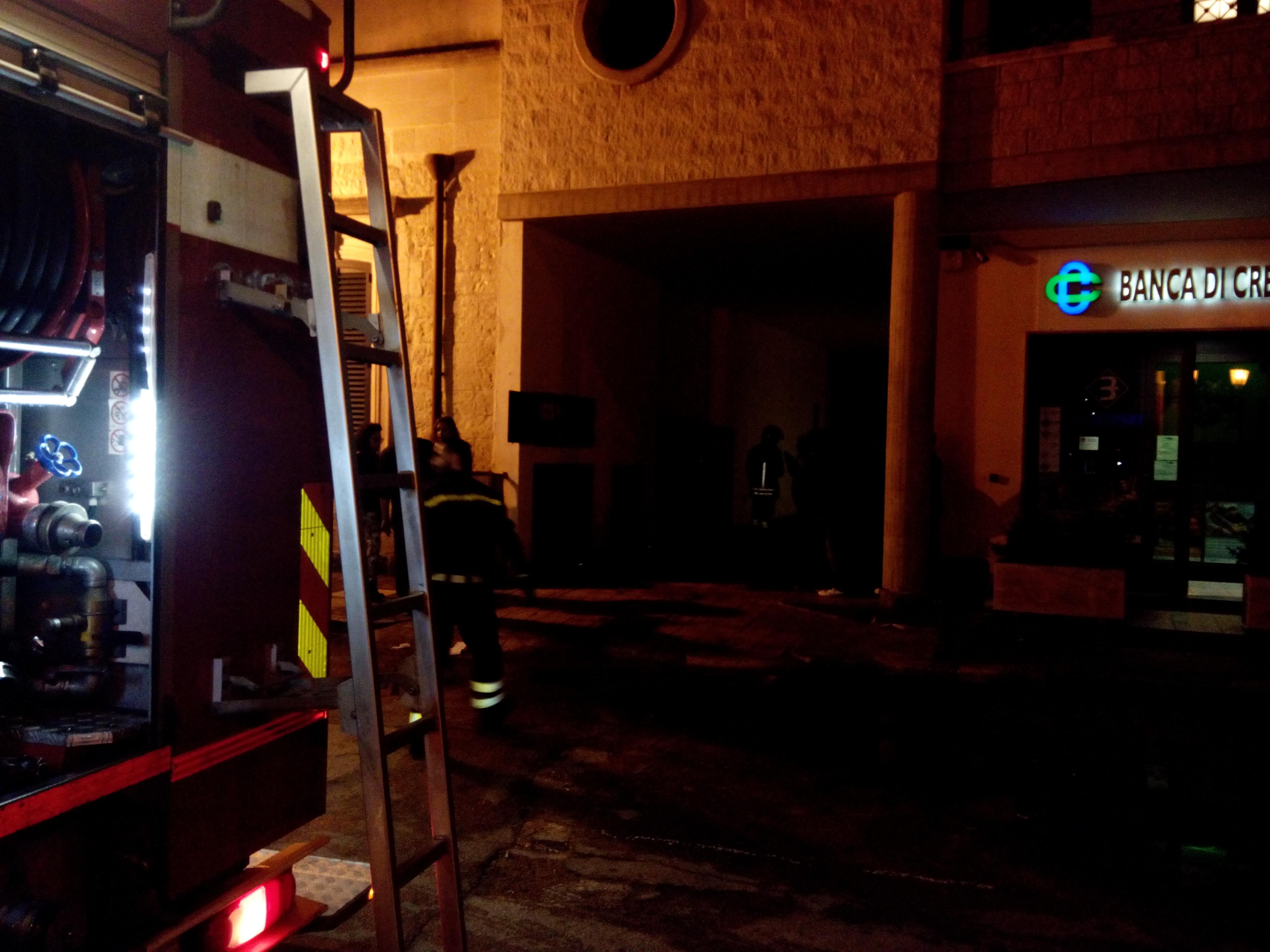 Incendio in un appartamento a Borgagne, scampato pericolo.