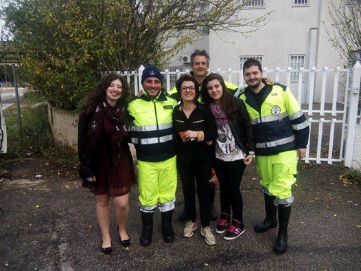 Auto:Scoppia una prima gomma, sulla Brindisi Bari,famiglia soccorsa e aiutata dalla protezione civile di Fasano