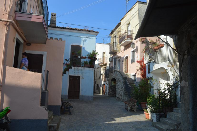 Carmen Mancarella giornalista salentina avvia educational in Calabria