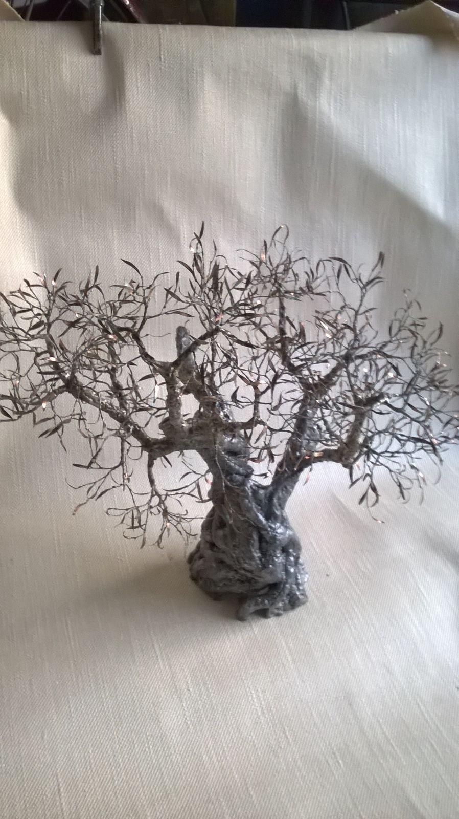 La xylella: La rinascita degli alberi di ulivo  forgiati con rame e stagno, l'artista è un cavallinese