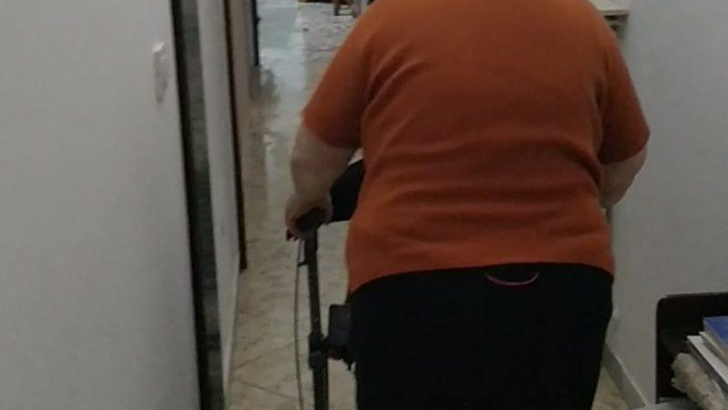 L'associazione Sunrise Onlus del Salento aiuta una disabile di Bari e le regala un deambulatore